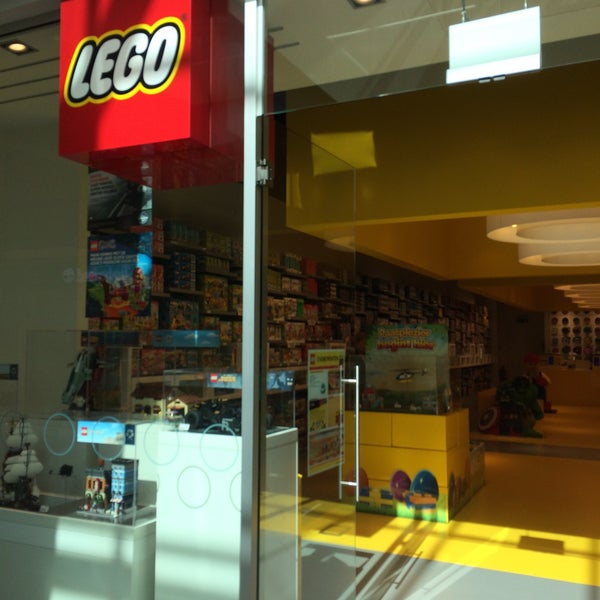 Photo taken at LEGO Store by Fien C. on 3/30/2015