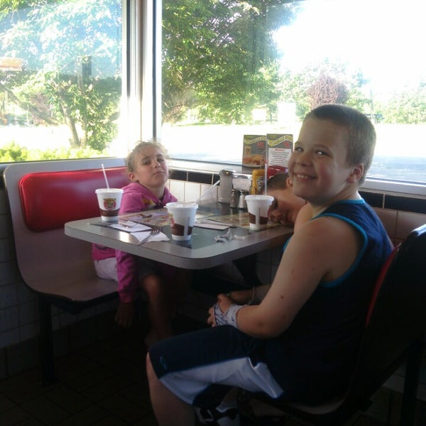 Photo taken at Waffle House by BuD G. on 7/6/2014
