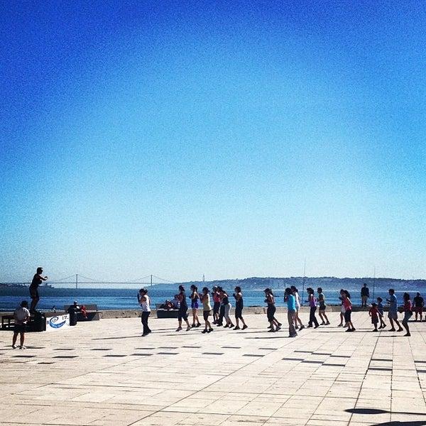 Foto tirada no(a) Porto de Recreio de Oeiras por Ricardo F. em 9/30/2012