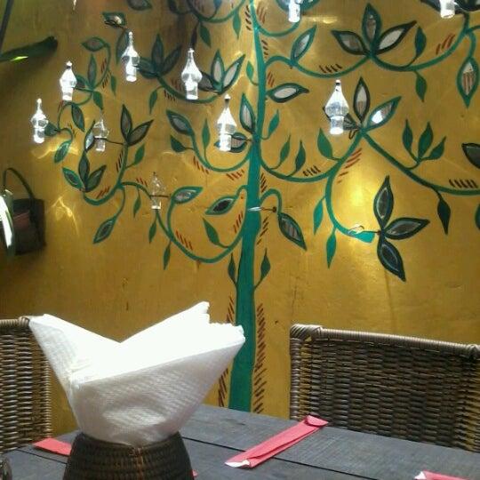 Foto tirada no(a) Tantra Restaurante por Verônica C. em 12/5/2012