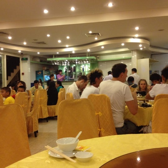 Photo taken at Hoằng Long Restaurant by Mr. BuTTeR .. on 6/10/2012