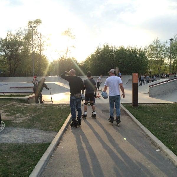 Das Foto wurde bei Скейт-парк «Садовники» von Yana M. am 5/1/2016 aufgenommen
