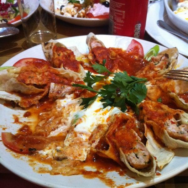 8/4/2013 tarihinde 🎀 Leyla A.ziyaretçi tarafından Hala Restaurant'de çekilen fotoğraf