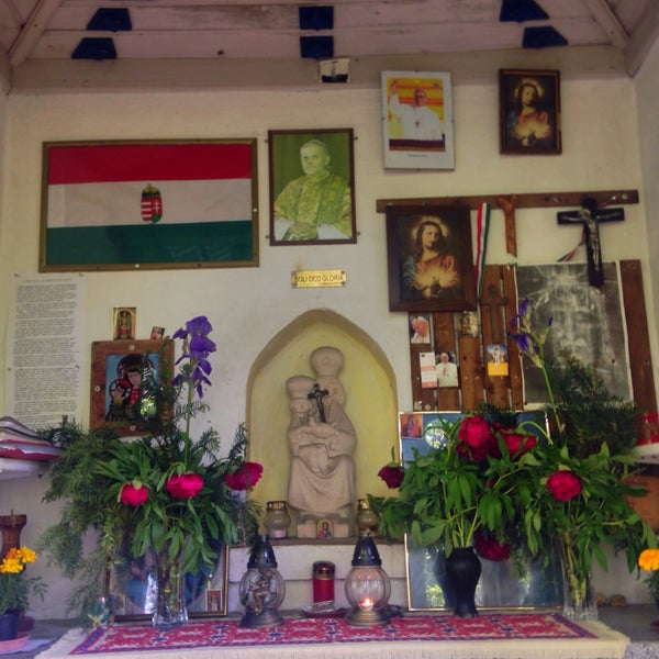 5/21/2016 tarihinde Puskás K.ziyaretçi tarafından Úti Madonna Kápolna'de çekilen fotoğraf