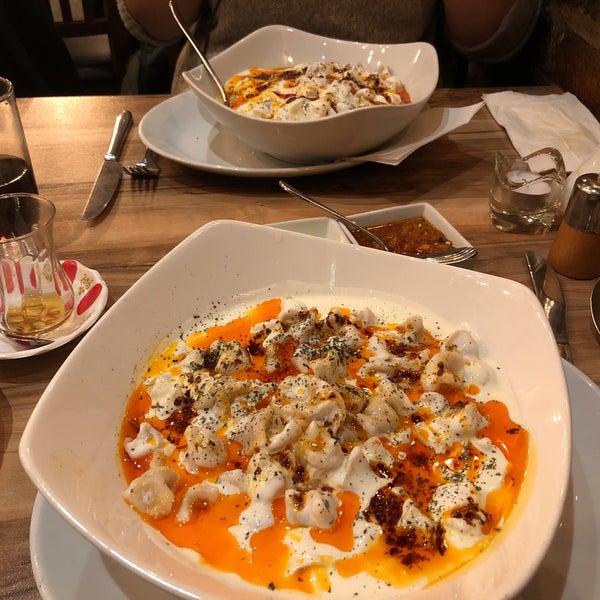 2/5/2018 tarihinde Erinc E.ziyaretçi tarafından Hala Restaurant'de çekilen fotoğraf