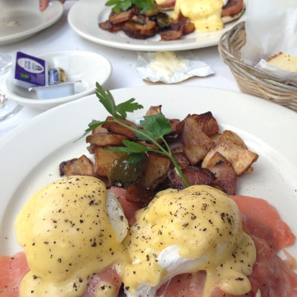 The brunch is consistently amazing and the unlimited pound cake, mimosa, and bloody mary are winners.  Highly recommend the eggs salmone with portabello mushroom.
