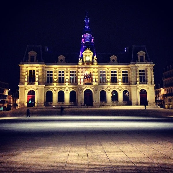 Place mar chal leclerc h tel de ville 5 tips for Leclerc poitiers