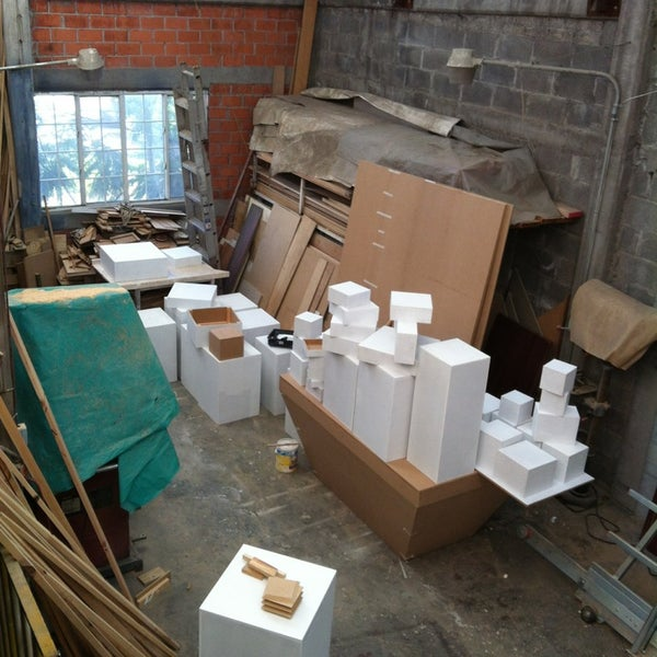 se realizan cualquier tipo de mobiliario para museos de excelente calidad