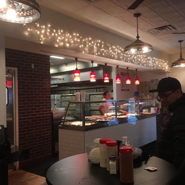 Foto tomada en Joe's Pizza por Tami M. el 12/6/2017