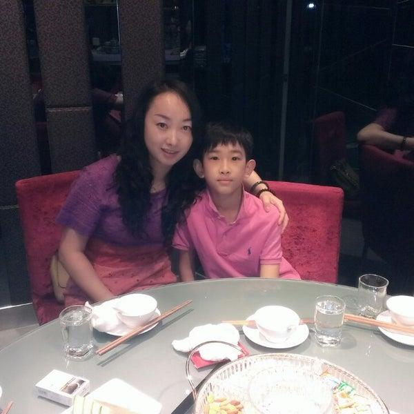 Photo taken at Hai Di Lao by Fanny G. on 6/11/2013