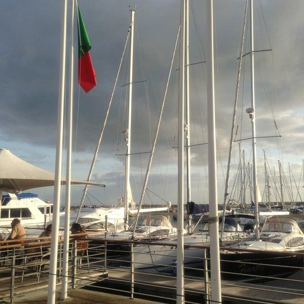 Foto tirada no(a) Porto de Recreio de Oeiras por Claudia P. em 1/1/2013