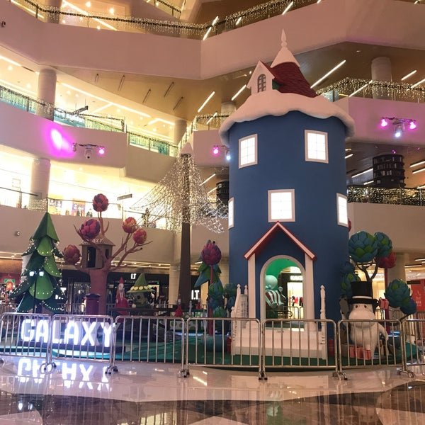 Photo taken at Galaxy Mall by Nelia K. on 12/17/2017