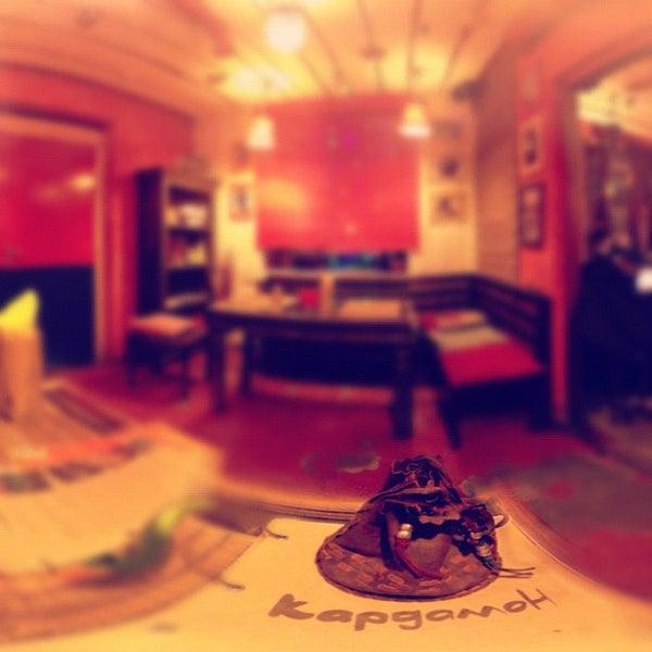 Снимок сделан в Кофейня «Кардамон» и лавка «Коллекция Пустяков» пользователем Irene Y. 12/18/2012