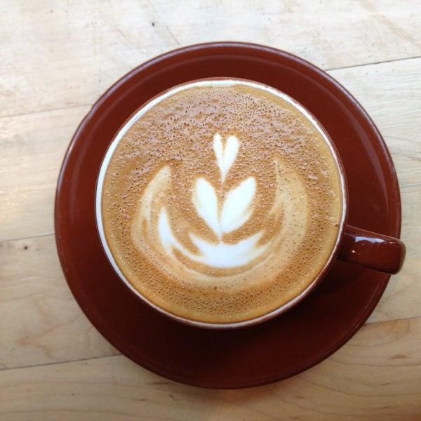 Снимок сделан в Blue Bottle Coffee пользователем Alexandra F. 11/9/2013