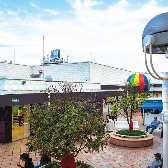 Foto tomada en Plaza del Sol por Plaza del Sol el 2/18/2016