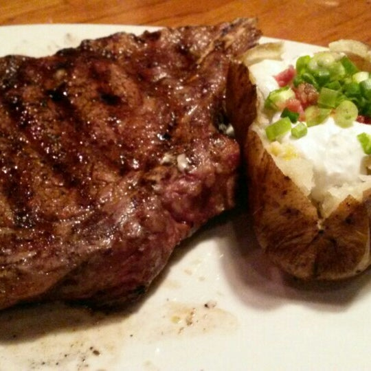 Photo taken at Outback Steakhouse by Dave G. on 6/14/2015