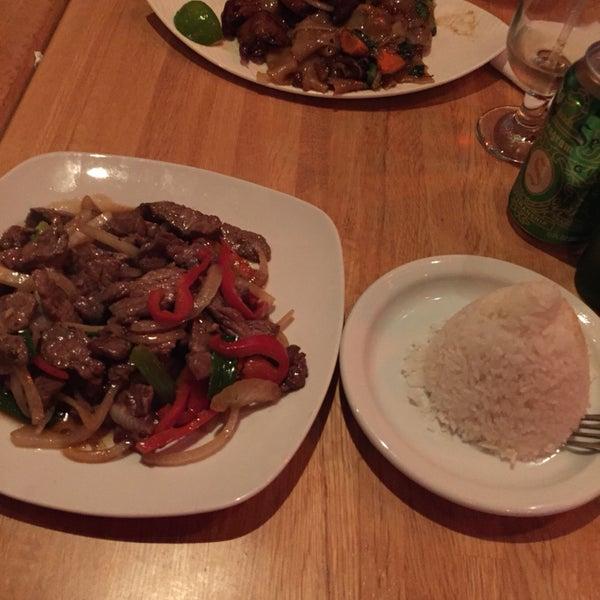 Boa comida tailandesa, lugar agradável e fica em um bairro bacana!