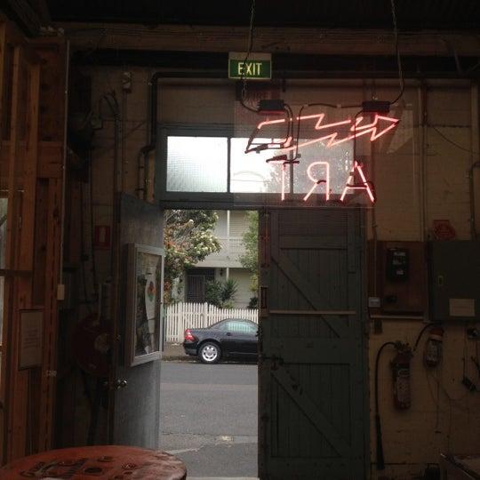 Photo prise au The Compound Interest: Centre for the Applied Arts par Emily N. le9/27/2012