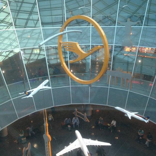 Das Foto wurde bei Frankfurt Airport (FRA) von Farah J. am 6/21/2013 aufgenommen