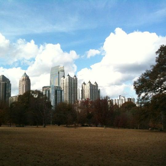 รูปภาพถ่ายที่ Piedmont Park โดย Shalyn L. เมื่อ 12/2/2012