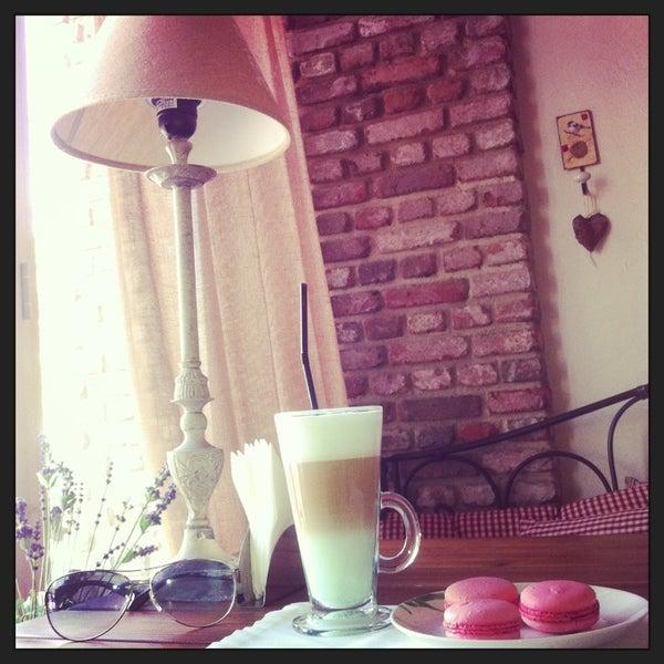 Снимок сделан в Cafeletto пользователем Настя В. 5/31/2013