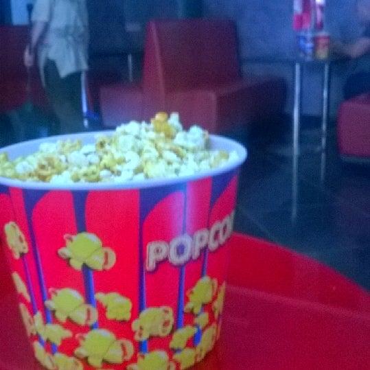 Photo prise au Кинотеатр «Маяк» par Руслан Т. le5/24/2014