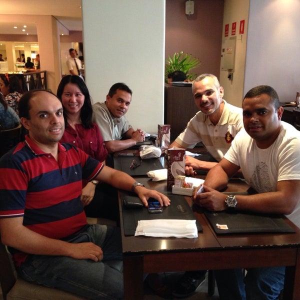 Foto tirada no(a) Paulinho's Grill por Karla K. em 11/12/2014