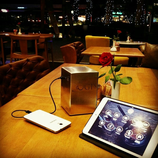 8/29/2015 tarihinde Diyagnoziyaretçi tarafından Ugi's Cafe & Bistro'de çekilen fotoğraf