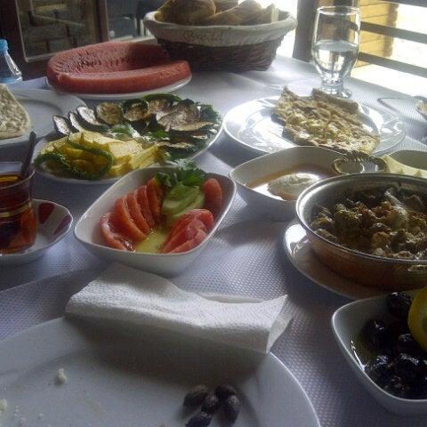 8/17/2013 tarihinde Serdar N.ziyaretçi tarafından Lokmahane Restaurant'de çekilen fotoğraf