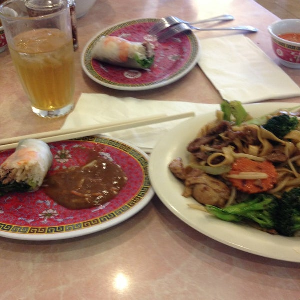 Photo taken at Pho 777 Vietnamese Restaurant by Eddie R. on 9/2/2013