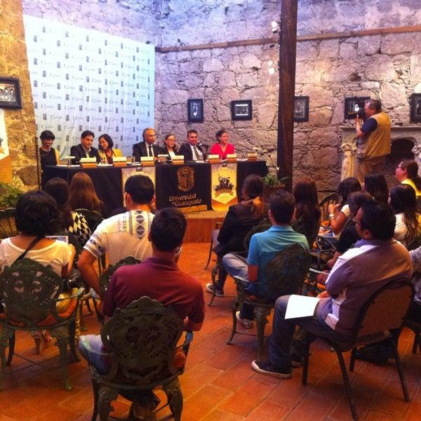 Foto tomada en El Mesón de los Poetas por Luisa A. el 5/13/2014