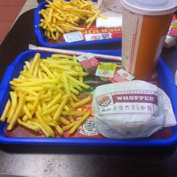 Photo taken at Burger King by KILIÇASLAN on 11/24/2014