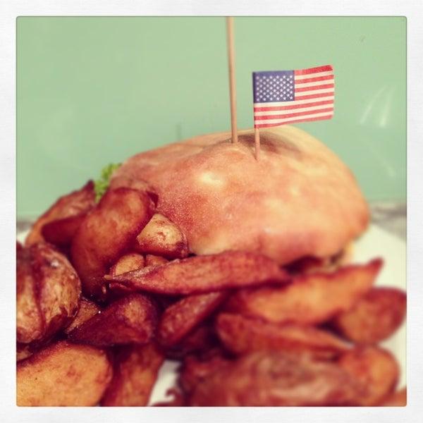 Suuuuper Burger. Riesen Portionen, lecker Potatoe wedges und tolle burgerauswahl. Kann den Texas Farmer m Bohnen u Spiegelei empfehle!