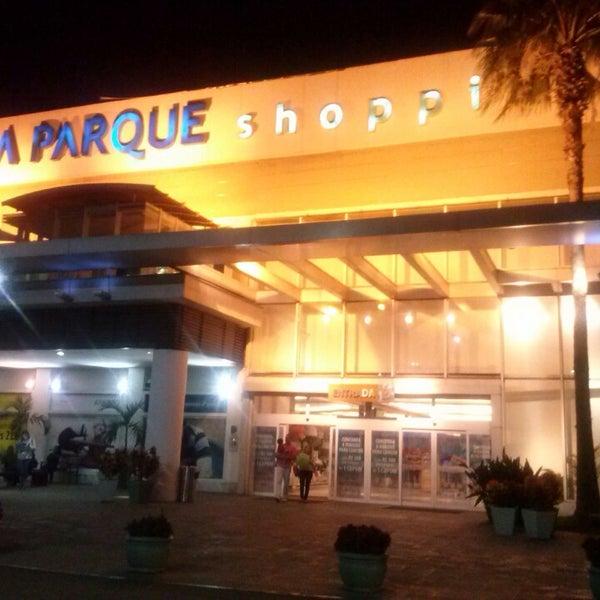 Foto tirada no(a) Via Parque Shopping por Mauricio Santos em 5/31/2013
