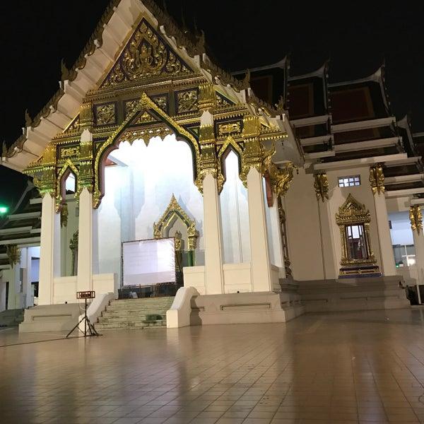 Photo taken at พระบรมสารีริกธาตุ วัดพระศรีมหาธาติ by สาว ช. on 12/31/2016
