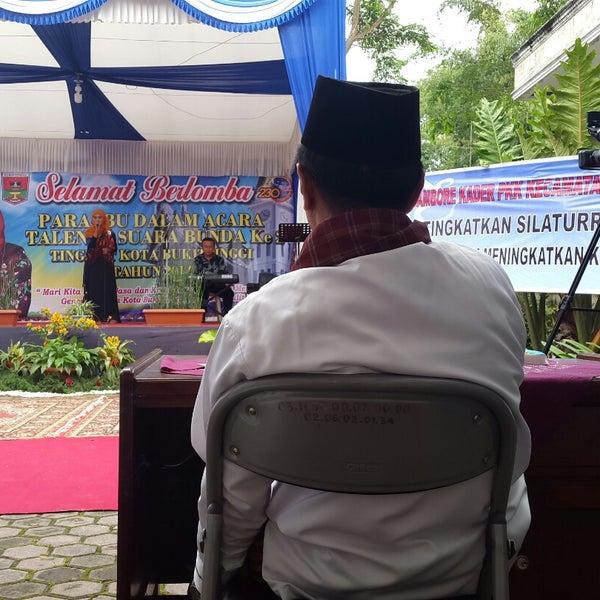 Photo taken at Kantor Kecamatan Guguk Panjang by Rofie H. on 12/17/2014