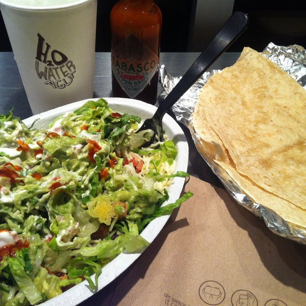 Photo taken at Chipotle Mexican Grill by Felipe M. on 6/23/2013