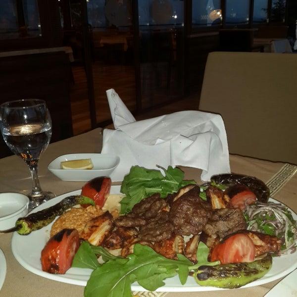 Photo taken at Körfez Aşiyan Restaurant by Murat A. on 4/17/2015