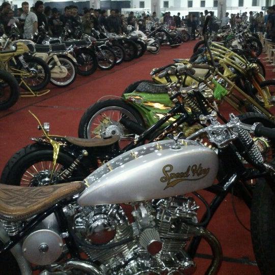 Das Foto wurde bei Jogja Expo Center (JEC) von joxothole am 10/7/2012 aufgenommen