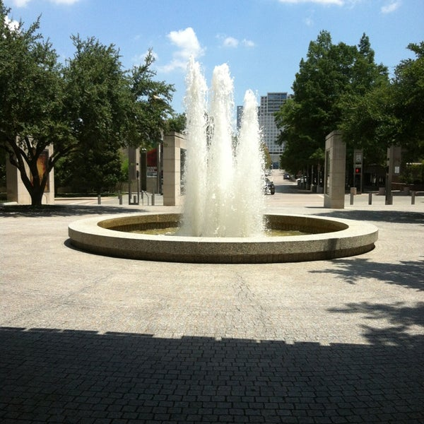 Photo taken at Dallas Museum of Art by Martita G. on 7/20/2013