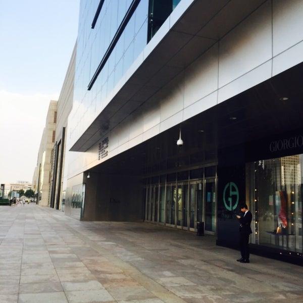 Photo taken at 银河国际购物中心 Galaxy Mall by Mityukova Y. on 8/22/2015