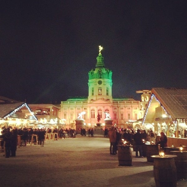 Photo taken at Weihnachtsmarkt vor dem Schloss Charlottenburg by Pat S. on 12/11/2012