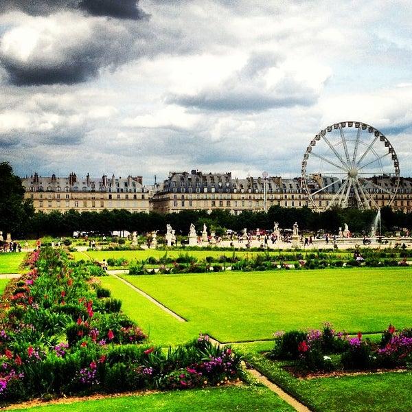 Scenic Runway Les Invalides Museum Paris France: Jardin Des Tuileries