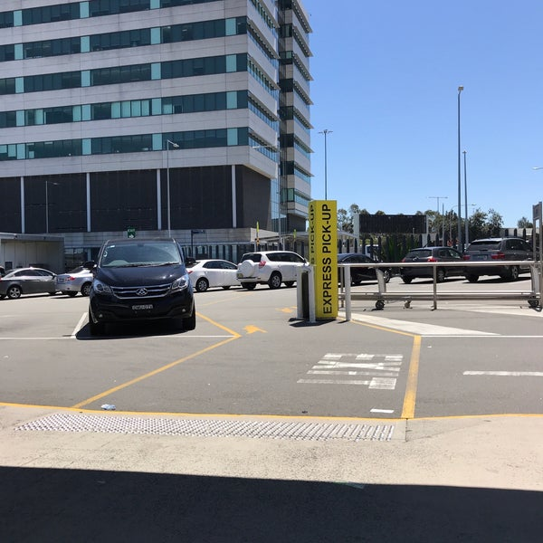 Express Pick Up Zone International T1 Sydney Airport