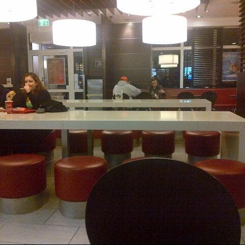 Das Foto wurde bei McDonald's von Desiree C. am 1/2/2014 aufgenommen