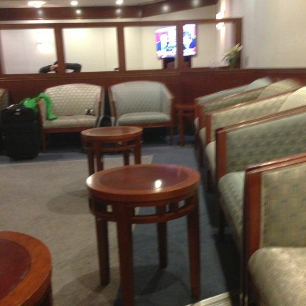 This lounge is a dump.   Epic Fail.