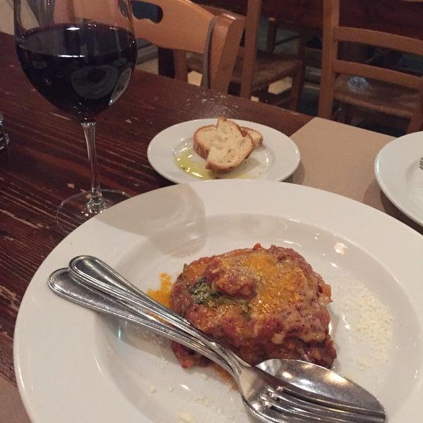 """Uma das melhores pastas de Miami. Muito próximo das massas da Itália. Excelente comida e ambiente aconchegante. Prove o """"Cavateli"""", massa feita de ricota, é sensacional!"""