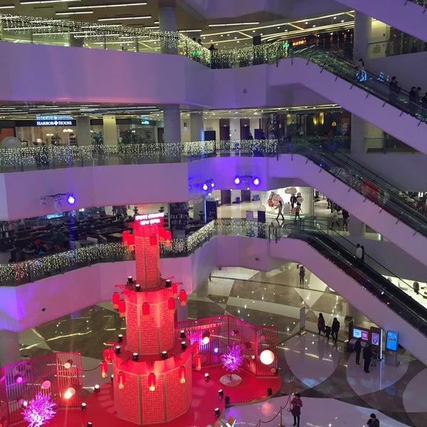 Photo taken at 银河国际购物中心 Galaxy Mall by Lera on 2/10/2016