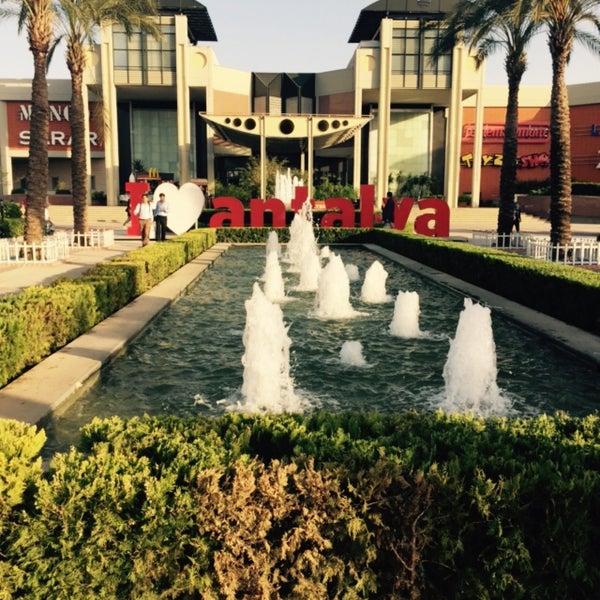 4/29/2015 tarihinde Chiko L.ziyaretçi tarafından Antalya Migros AVM'de çekilen fotoğraf