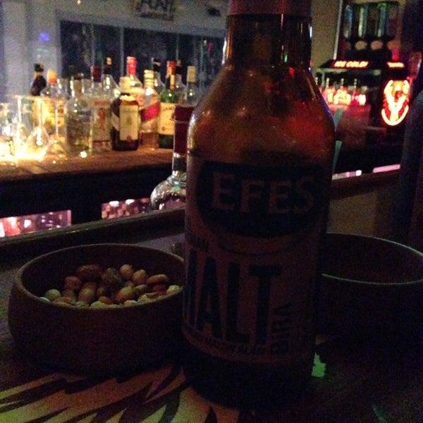 รูปภาพถ่ายที่ Körfez Bar โดย Zeynep .. เมื่อ 1/15/2014